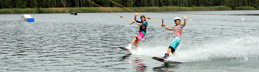 Wakeboarder Girls am Cable bei Wake and Beach Halbendorf